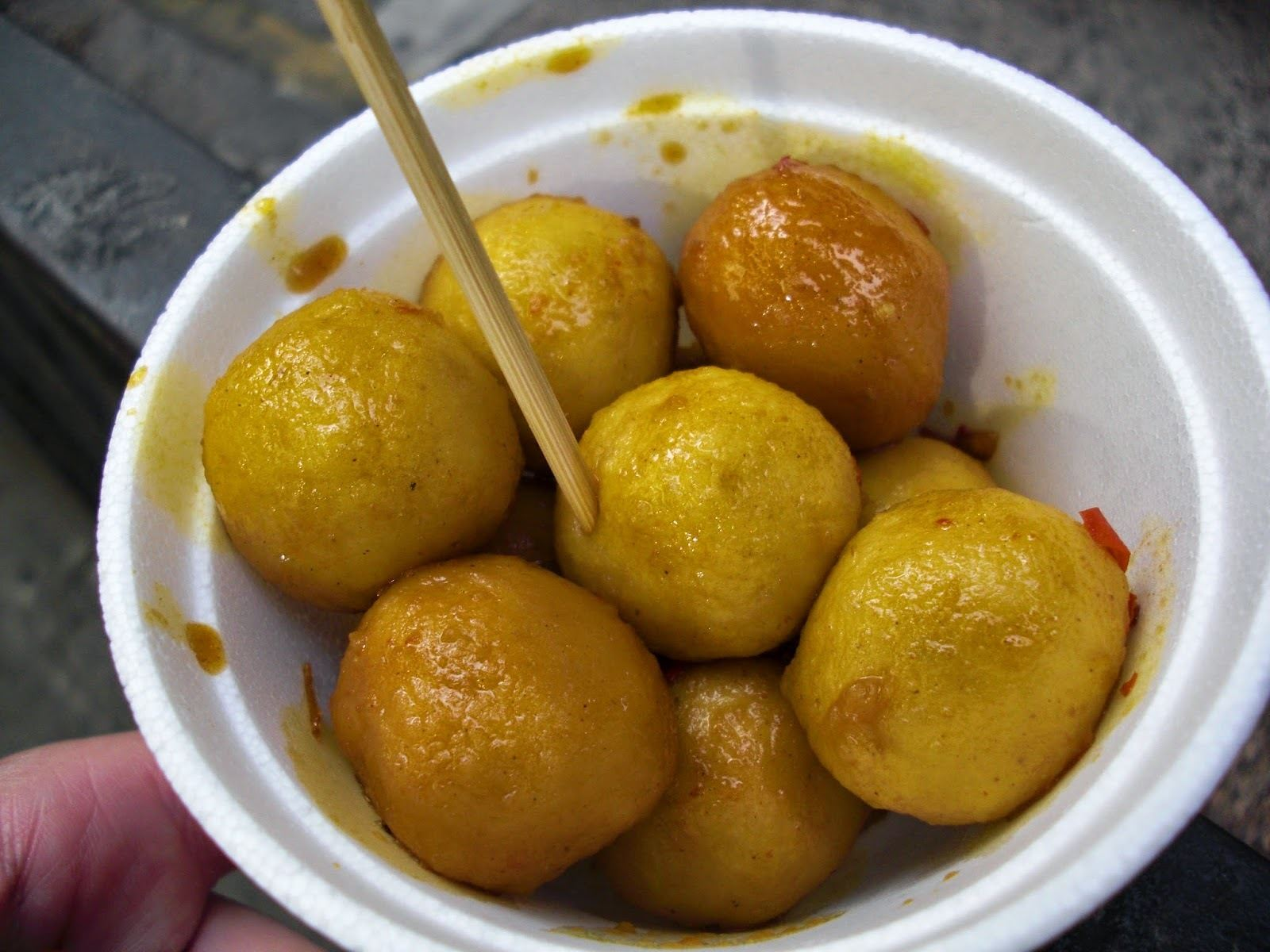 Curry fishballs