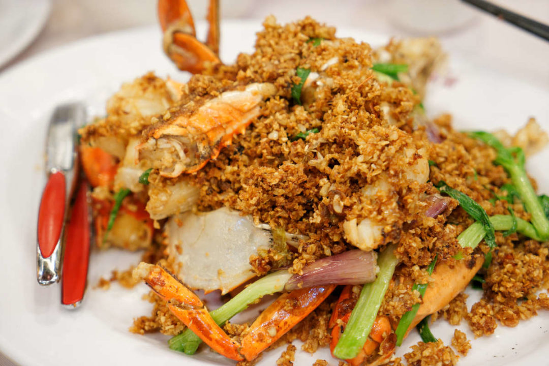 crab with chili and green onions in hong kong