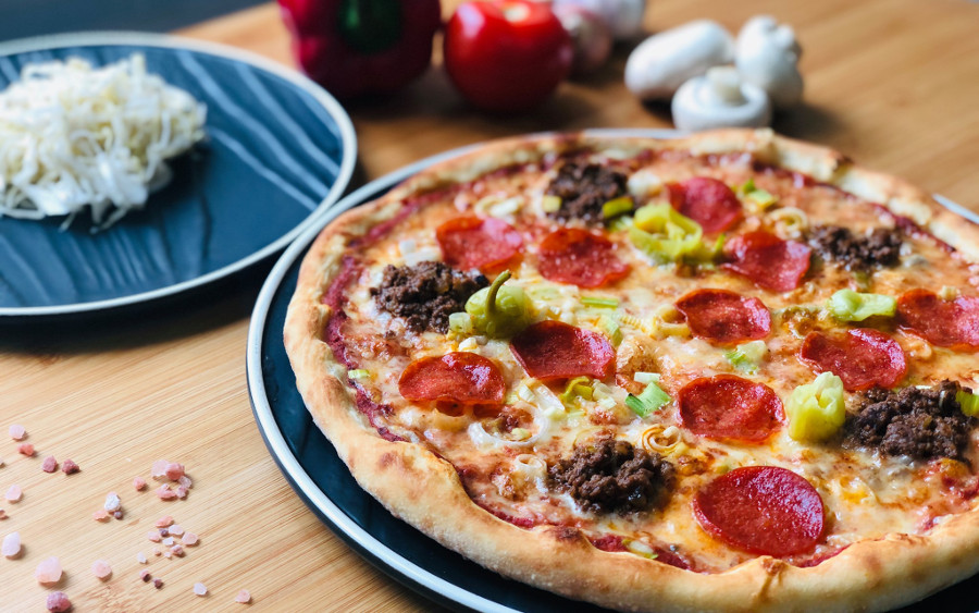 swish pizza hong kong pizza with banana peppers, pepperoni, and minced beef